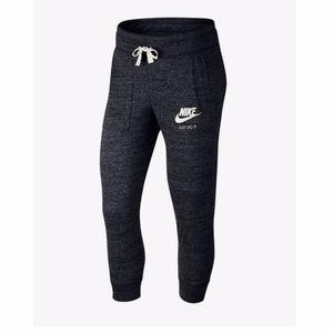 Nike Sportswear Vintage Midrise Capris